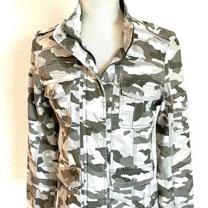 Kensie Green Faded Camouflage Jacket  NEW!